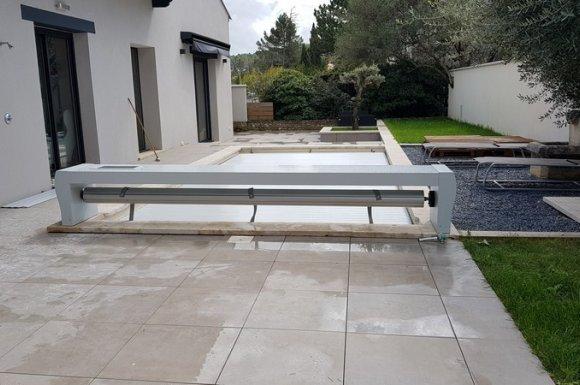 Volets roulants piscine avec banc Aix-en-Provence